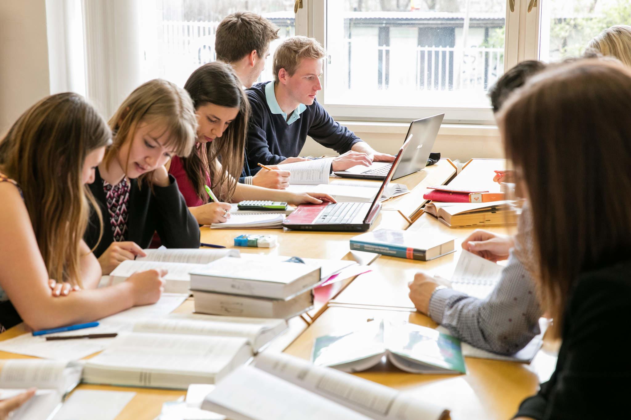 Přihlašování do doktorského studijního programu Vývoj hospodářství a hospodářských politik ve 20. a 21. století